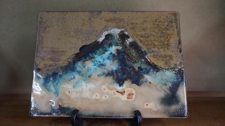 様々な青色が混ざり合い、美しい富士山を思わせる。